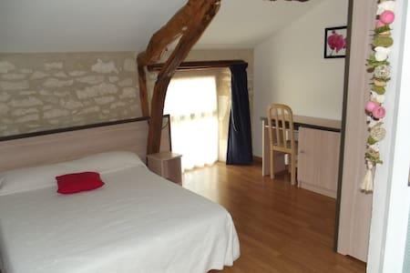 Chambres d'hôtes  LE VINAGROU - Gästhus