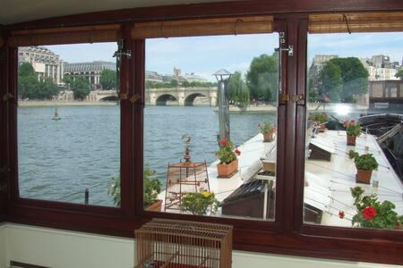 Cosy boat - Louvre - Heart of Paris - París