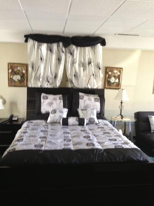 Jacuzzi Room Bed