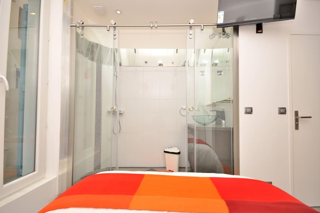 Bed+ Bathroom