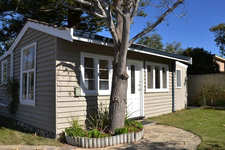 Sunny Cottage at Trigg Beach, Perth - Chalet