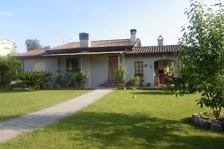 CASA TOSCANA IMMERSA NEL VERDE - Casa
