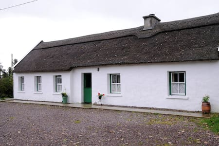 The Thatched Cottage on The Wild Atlantic Way - Castlemaine - Cottage
