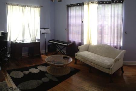 Private room in South Beach condo - Osakehuoneisto