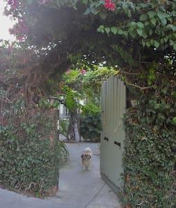 Hemingway's Retreat: Echo Park - Los Angeles - Apartment