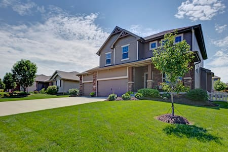 LARGE BEAUTIFUL HOME 5 BED/4 BATH - Omaha - Haus