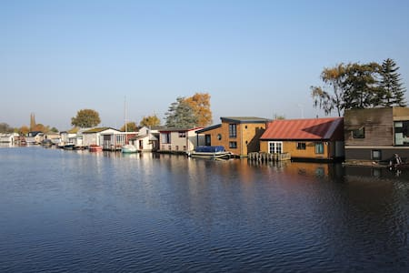Designer houseboat (170m2) near city centre - Amsterdam - Villa