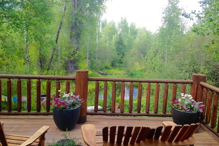Log Home w/ Teton Views, Sleeps 5 (Mins to Resort) - Wilson