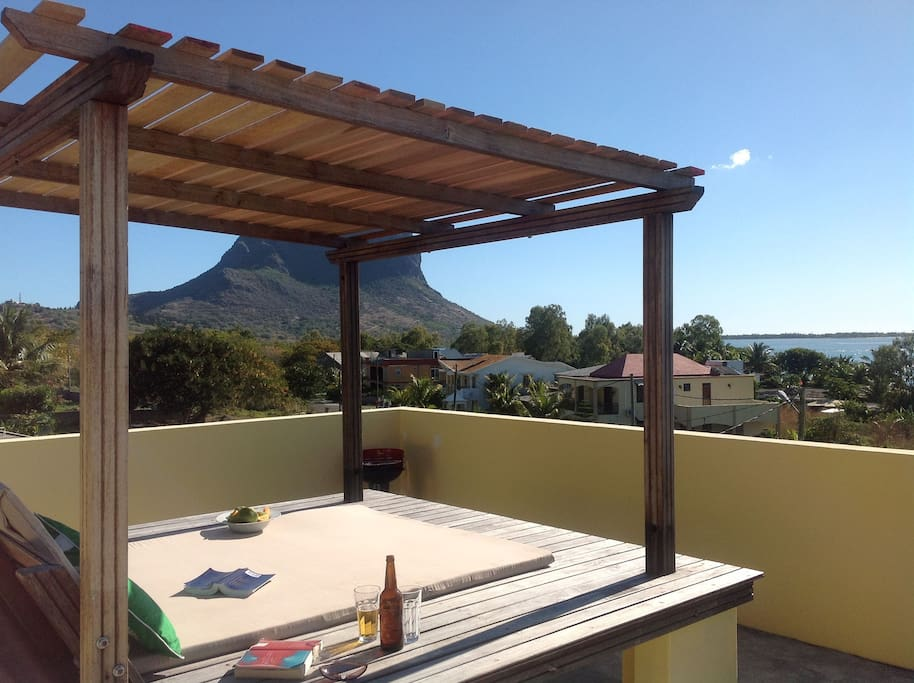 Sun worship & stargaze on the shared roof terrace of Beautique studios with unforgettable Ocean & Mountain views