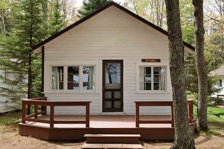"""Pines"" Cabin in Eagle River - Eagle River - Cottage"