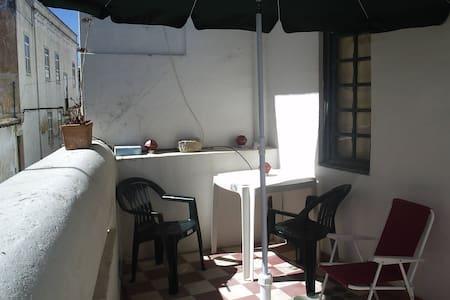 Room (A) couple - Private Balcony - Faro - Wohnung