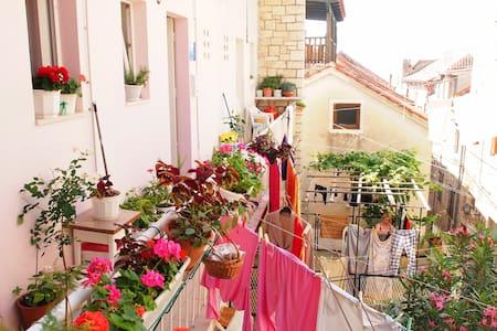 Lovely Apartment in historic center - Curzola - Appartamento