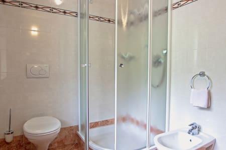Double bed room in B&B - La Villa