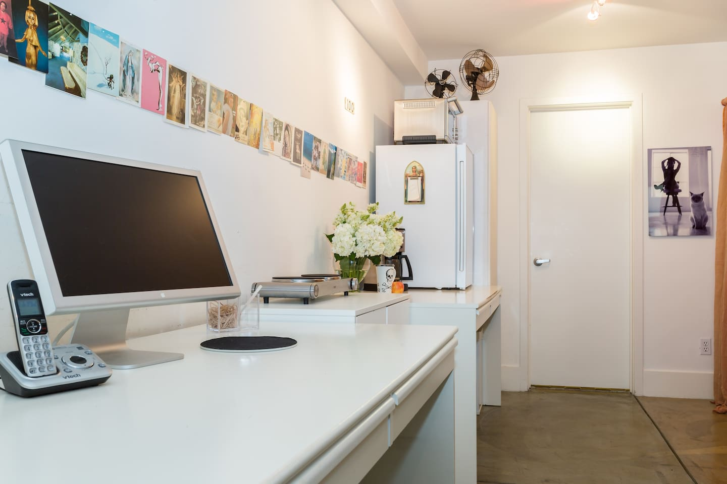 At the desk, enjoy FREE unlimited local and long distance calls in the US with an answering machine, Highest speed wireless internet, and Apple large flat screen monitor.