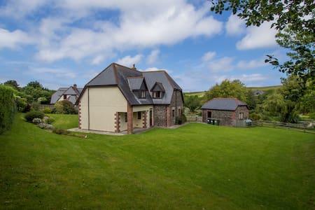 Penhayle 5 Bed property Roserrow - House