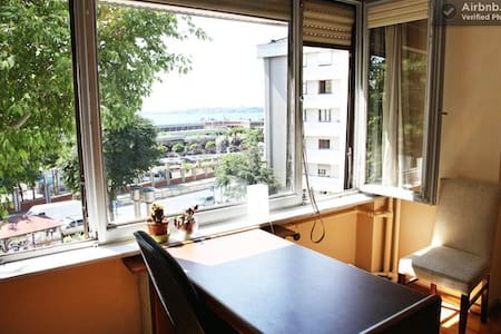 Private Double Bedroom w/ Sea View - Istanbul - Apartment