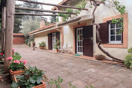 Single room with private bathroom in a Villa - Caserta - Bed & Breakfast