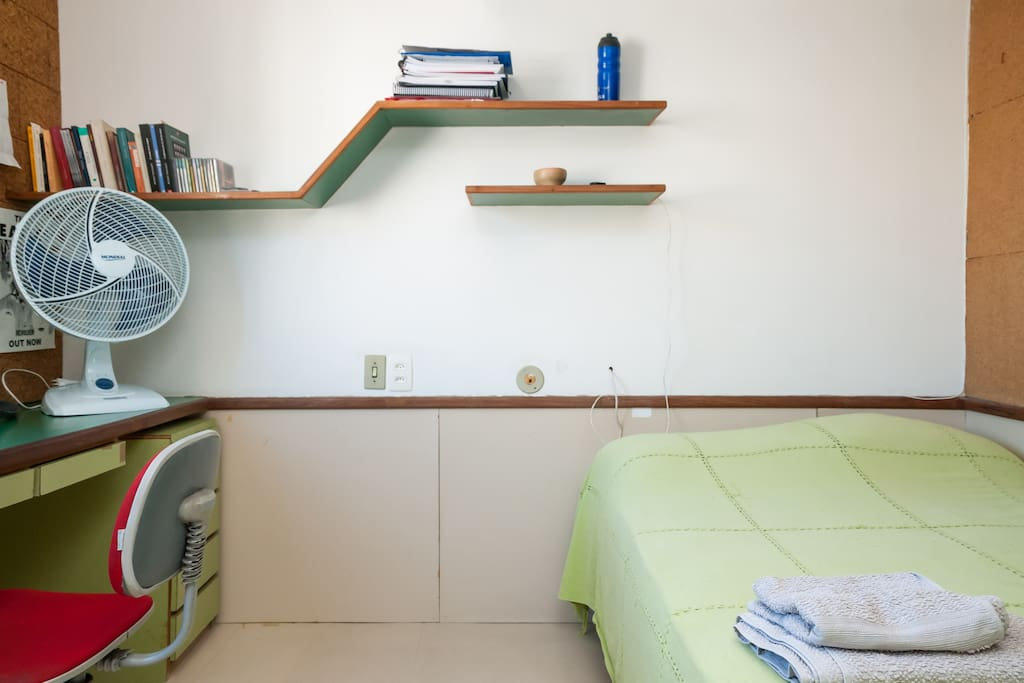 Além de ar condicionado o quarto conta com ventilador, como opção