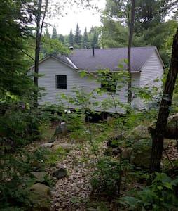 Cosy and affordable Muskoka cabin - Huntsville