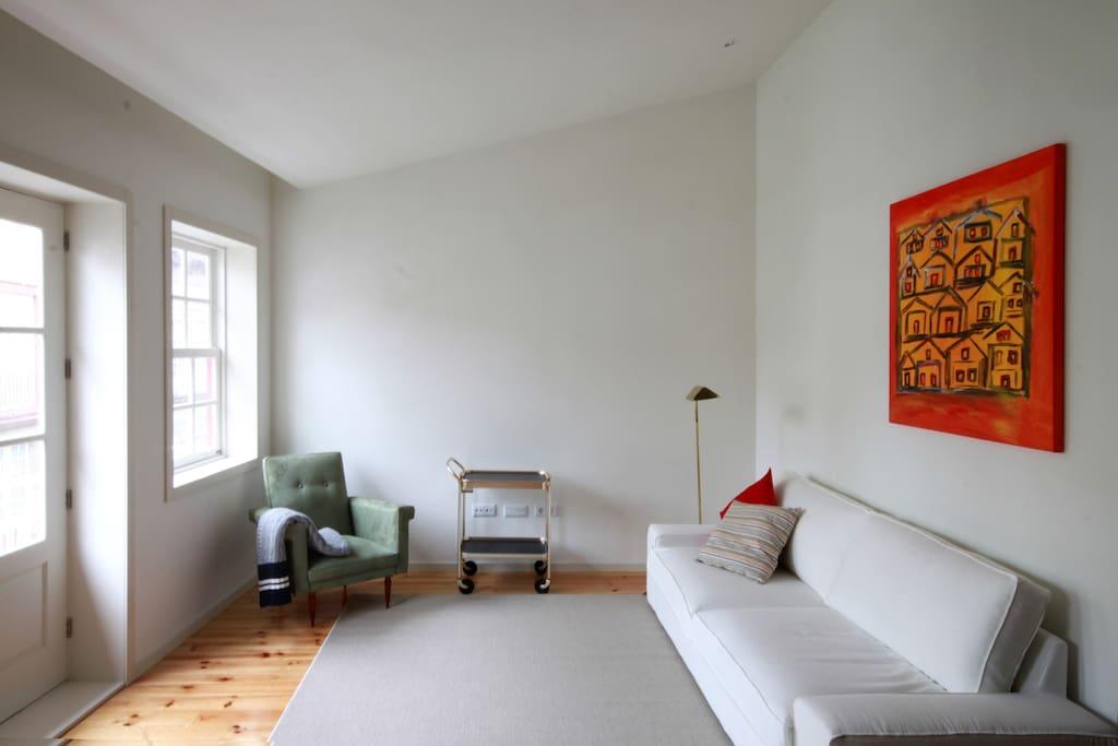 Sala de estar, com sofá-cama | Living room, with day bed