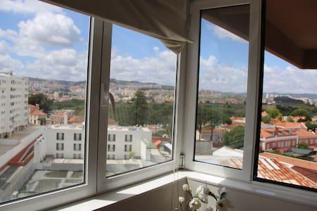 Single room in a big apartment in Lumiar - Lisboa - Apartment