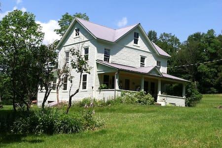 Catskill Area Charming Farm House - Casa