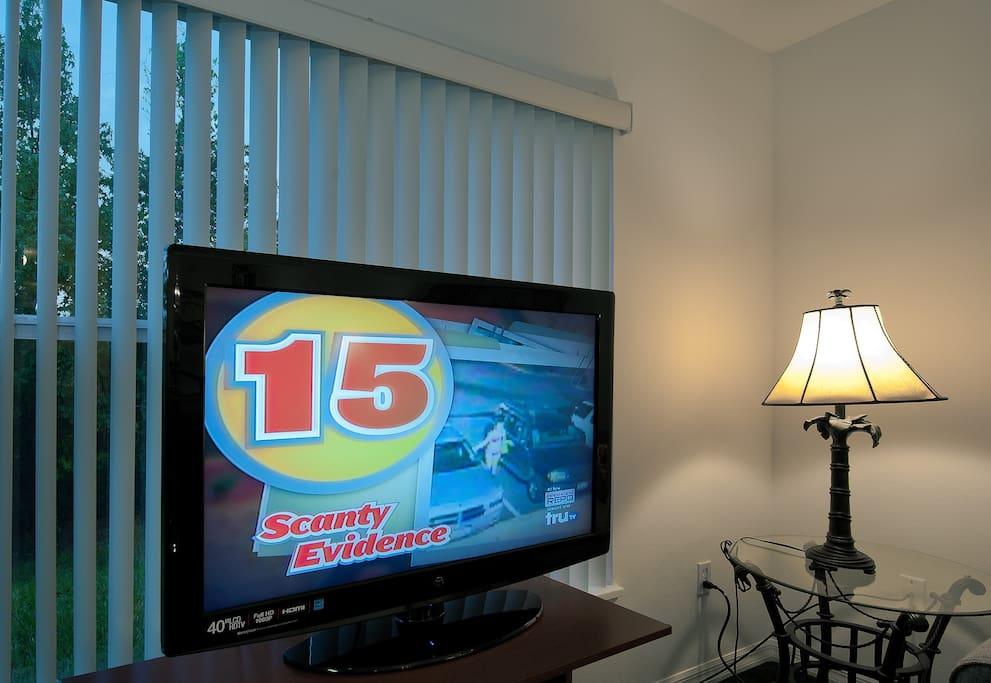 4 bedroom 5 miles to Disney WIFI$65