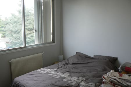 Room with double bed close RER - Gagny - Apartament