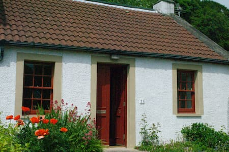 Traditional Fife Coast Cottage - Valleyfield - Hus