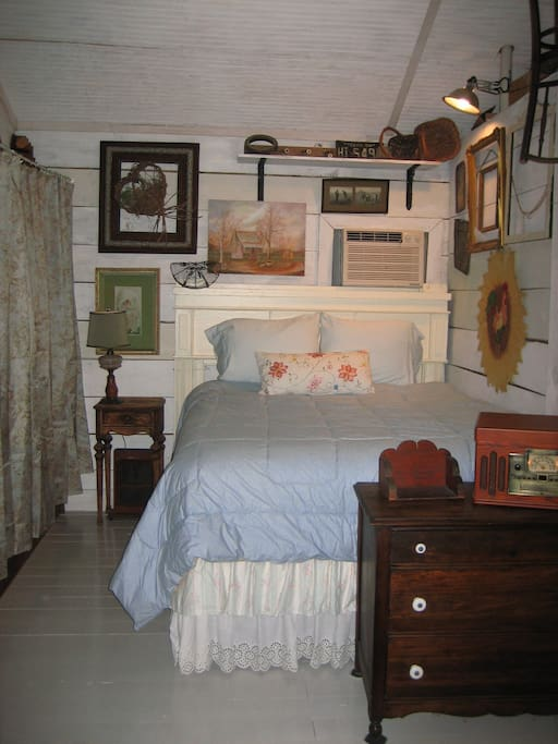 Fort Worth Guest Cottage Sleeping Nook