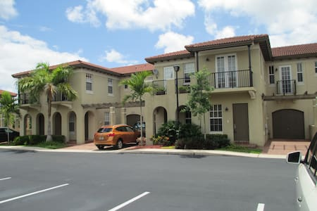 Mediterranean Villa - Luxury Bath - Coconut Creek - Haus