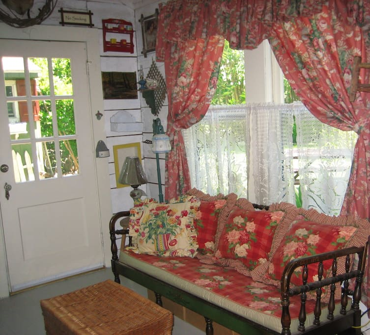 Fort Worth Guest Cottage Sitting Area