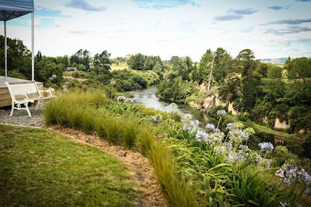 Riverside Rural Retreat - Two Queen Rooms - Tamahere - House