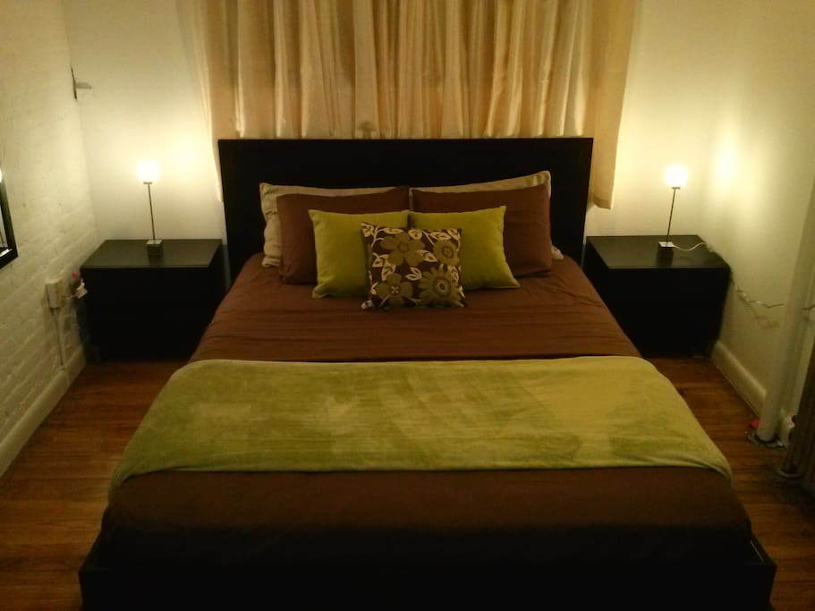 ALL NEW.... Queen size bed... new fresh linens.  Quaint and in the best neighborhood in the city!