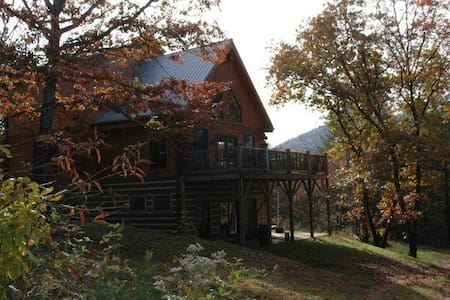Rustic Log Cabin, rural, private - Hytte