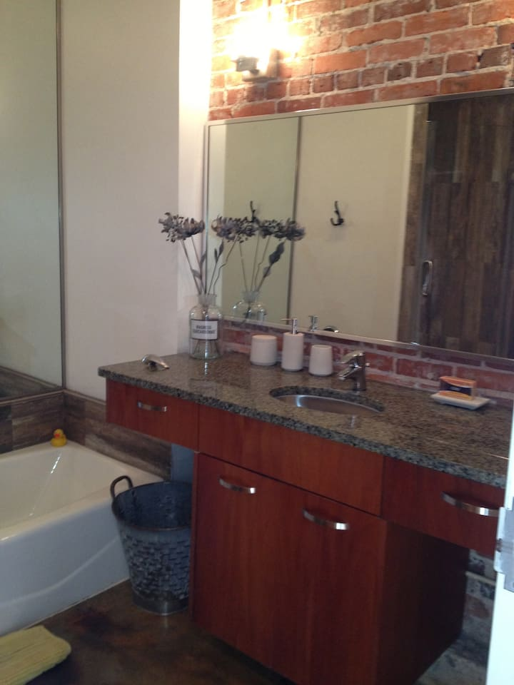 Great bathroom w/separate bathtub, shower, vanity w seating to get ready. Comes complete w/toiletries & hairdrier