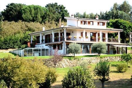 Room type: Entire home/apt Property type: Villa Accommodates: 7 Bedrooms: 4 Bathrooms: 4