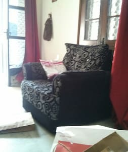 1 room in 2BHK in Lajpat Nagar - New Delhi - Apartment