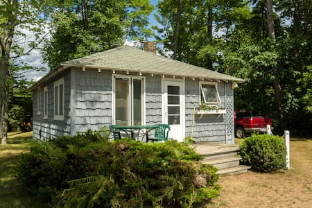 Fishery Pointe Beach Cottages # 4 - Cabaña