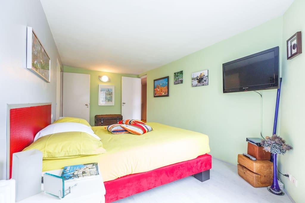 Authentique chambre h te bastille bed breakfasts - Chambre d hotes paris bastille ...