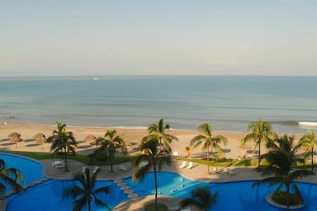 Dream Come True Beach Front Condo! - Huoneisto