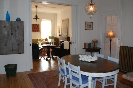 320 STATE B & B STYLE APARTMENT