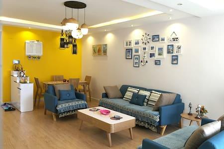 位于贵阳城市中心繁华地段-与花果园湿地公园相邻-温馨的豪华三居室公寓 - Apartemen