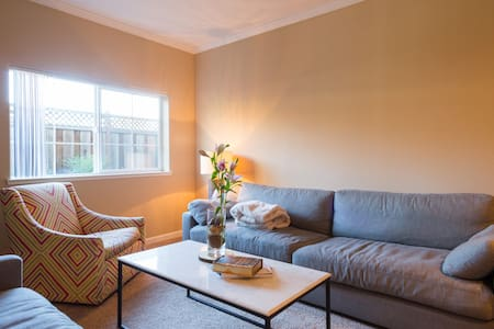 Private Room, Close to Downtown!! - Napa - Townhouse