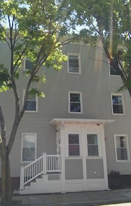 NEW RENOVATED Big Private Room close to Bos & Cam - Somerville - Haus