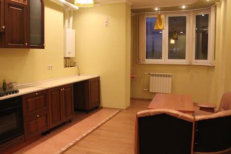 Уютная двухкомнатная квартира 85м - Astrakhan'