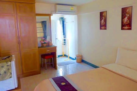 Standard AC Room w ensuite Bathroom @Old CIty - Si Phum - Apartamento