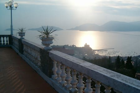 LERICI, EXCLUSIVE B & B WITH STUNNING SEA VIEW - Lerici - Bed & Breakfast