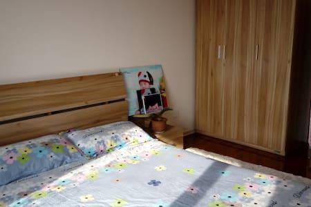 阳光充沛,整洁温暖友好的家庭公寓 - Lägenhet