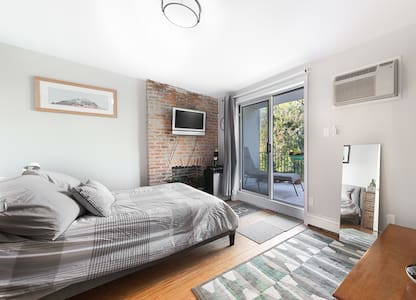 Recently renovated bedroom with exposed brick and private terrace. Room includes wireless and cable TV, small fridge and coffee maker with complimentary coffee/tea. Shared full sized bath. All linens provided. Shops, restaurants, subways within 2 bk.